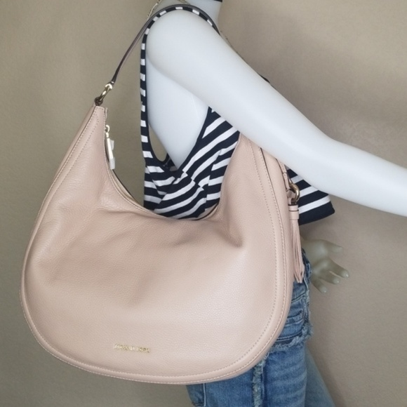 6a0efa273c61 NWT MichaeL Kors Lydia Large Hobo With Tassel Bag